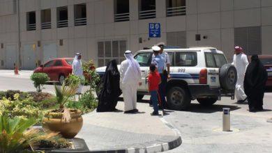 Photo of السلطات الأمنية تعتقل رب أسرة اعتصم مع زوجته وأبنائه أمام مبنى وزارة الإسكان